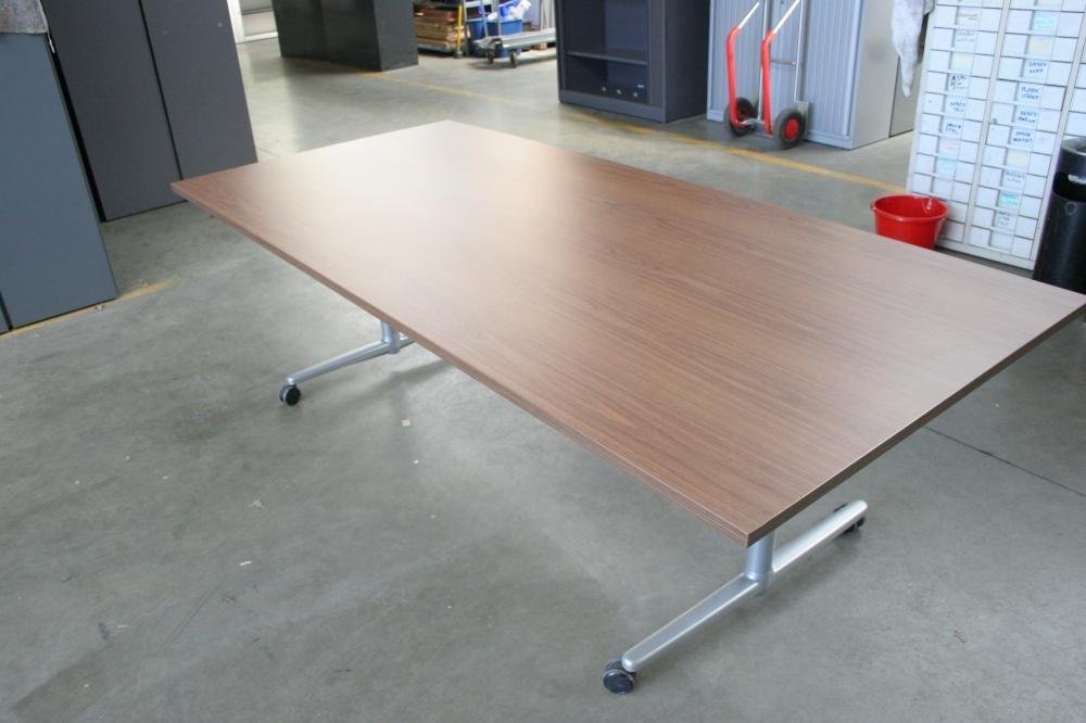 Tweedehands tafels kapaza 2dehands vintage design retro for Tweedehands design